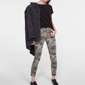 EXPRESS camo print legging.